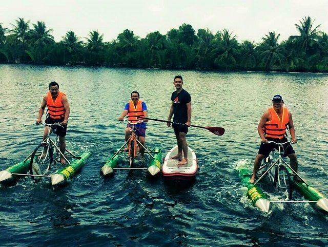 chạy xe đạp trên sông