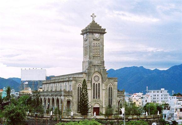 Tổng thể kiến trúc Nhà thờ Đá
